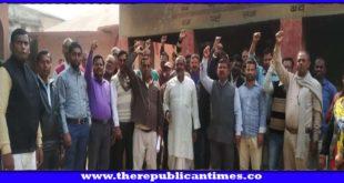 दरभंगा : नियोजित शिक्षकों का हड़ताल आज भी रहा जारी, अपनी मांगों पर अड़े