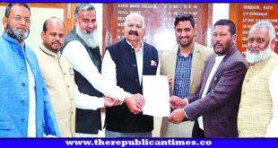 पंजाब : काले कानून के खिलाफ जालंधर के मुस्लिम प्रतिनिधिमंडल ने गवर्नर पंजाब वी.पी. बदनोर से मुलाकात कर सौंपा ज्ञापन